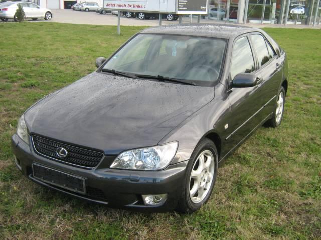 Lexus | IS 200  7.900,00 €