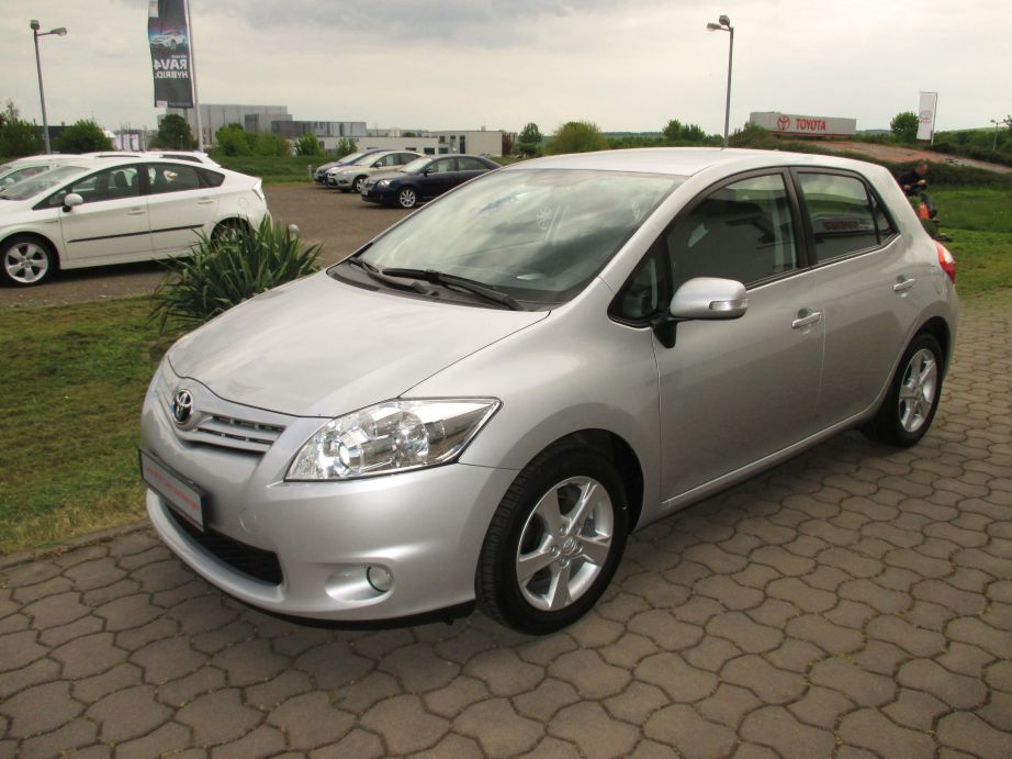 Toyota Auris | Bj.2011 | 59245km | 10.500 �