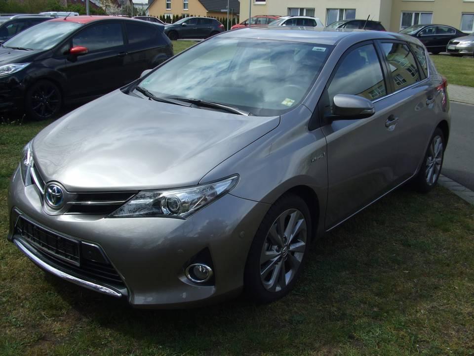 Toyota Auris Hybrid | Bj.2013 | 23495km | 17.390 �