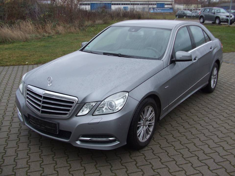 Mercedes-Benz E 200 | Bj.2010 | 71879km | 19.490 €