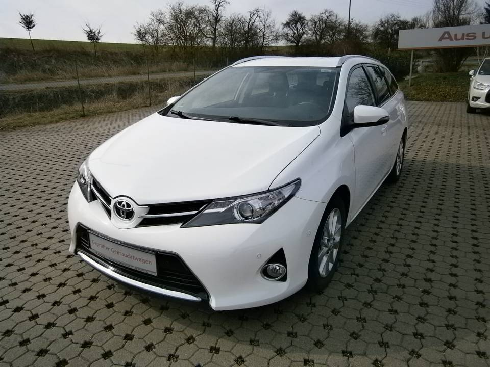 Toyota Auris Touring Sports | Bj.2014 | 36059km | 13.950 €