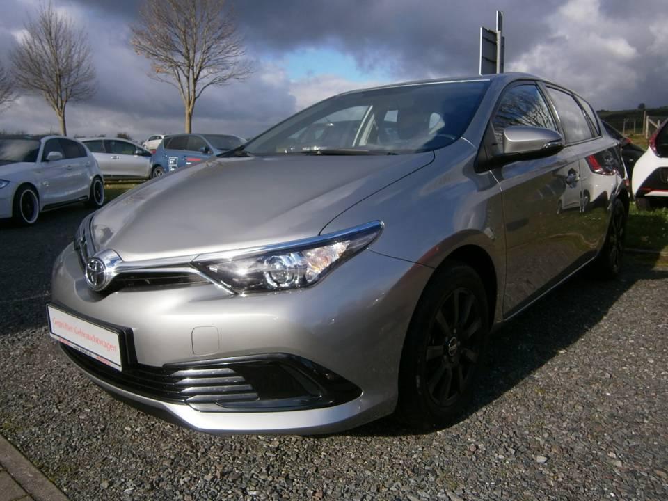 Toyota Auris | Bj.2015 | 11030km | 13.320 €